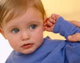 Біль у вусі у дитини фото