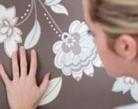 Плями на шпалерах: як прибрати легко і не зіпсувати фото