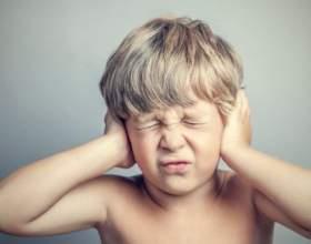 Чому у дитини болить вухо і як допомогти? фото