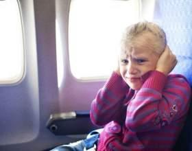 Чому закладає вуха в літаку і що робити? фото