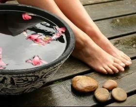 Ванночки для ніг в боротьбі з потом і неприємним запахом фото